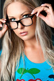 Blonde met glazen Stock Afbeeldingen