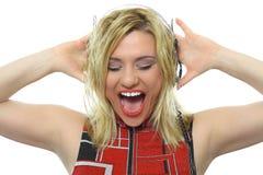 Blonde met hoofdtelefoons Stock Afbeelding
