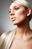 Blonde met lang haar en met natuurlijke samenstelling Stock Afbeelding
