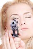 Blonde mignonne avec un canon Photographie stock libre de droits