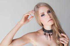 Blonde Mode der blauen Augen des hübschen Mädchens Stockbild