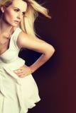 Blonde Mode-Frau lizenzfreies stockbild