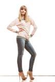Blonde Modefrau in den Hemddenimhosen Stockbild