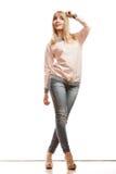 Blonde Modefrau in den Hemddenimhosen Stockbilder