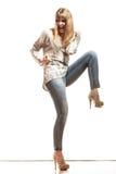 Blonde Modefrau, die Erfolg feiert Stockbild