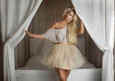 Blonde moderne Damenaufstellung Lizenzfreies Stockbild