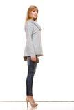 Blonde moderne Frau in voller Länge Stockfoto