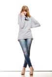 Blonde moderne Frau in voller Länge Lizenzfreies Stockfoto