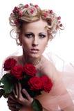 Blonde mooie vrouw met rozen Royalty-vrije Stock Foto's