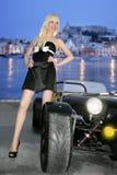 Blonde mooie zwarte de sportwagenjongelui van Ibiza stock afbeeldingen