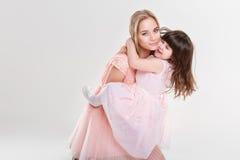 Blonde Mutter und süße kleine Tochter im Rosa kleidet Prinzessinnen Lizenzfreies Stockfoto