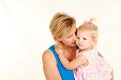 Blonde Mutter und Schätzchen Stockbild