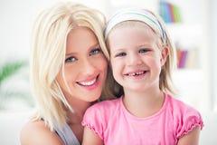 Blonde Mutter und Tochter Stockfotografie