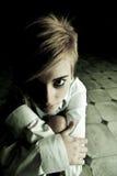 Blonde na escuridão Imagem de Stock