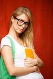 Blonde Nahaufnahme an hölzernen Wänden Browns Stockfoto