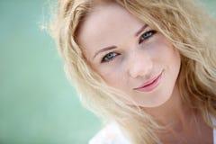 Blonde natürliche Frau Stockfotografie