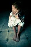 Blonde nella nerezza fotografie stock libere da diritti