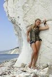 Blonde op een strand. Stock Afbeelding