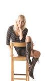 Blonde op hoge kruk Royalty-vrije Stock Foto's