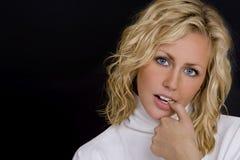 Blonde op Zwarte Stock Foto's