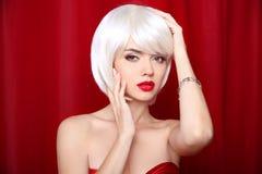 Blonde Pendelfrisur Make-up Schöne sexy Mädchen-Gesichts-Nahaufnahme Lizenzfreies Stockbild