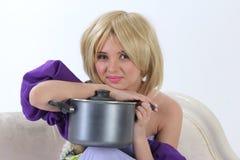 Blonde Prinzessin mit Wanne Lizenzfreies Stockfoto