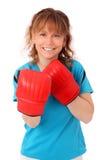 Blonde reife Frau mit dem Boxhandschuhlochen Lizenzfreie Stockfotos
