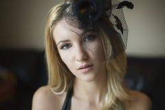 Blonde reizvolle Frau Stockfotografie