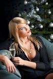 Blonde reizvolle Frau mit Glas Champagner Lizenzfreie Stockfotos