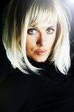 Blonde reizvolle schöne Frau Lizenzfreie Stockfotos