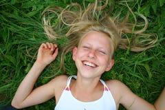Blonde riante photographie stock
