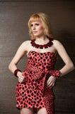 Blonde rigoroso della ragazza in vestito dal leopardo Immagine Stock Libera da Diritti