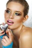 Blonde schöne Frau mit Innerem Lizenzfreie Stockfotografie