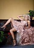 Blonde schöne Luxuxfrau Lizenzfreie Stockbilder