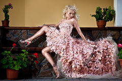 Blonde schöne Luxuxfrau Stockfoto
