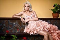 Blonde schöne Luxuxfrau Stockbild