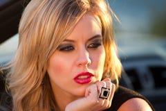 Blonde Schönheit im Gedanken Stockfotografie