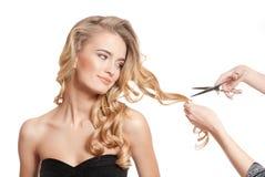 Blonde Schönheit mit dem gesunden Haar Stockfotografie