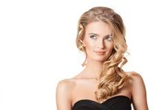 Blonde Schönheit mit dem gesunden Haar Stockfotos