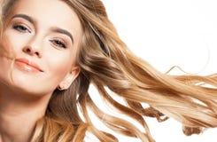 Blonde Schönheit mit dem gesunden Haar Lizenzfreies Stockfoto