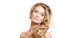 Blonde Schönheit mit dem gesunden Haar Lizenzfreie Stockfotografie