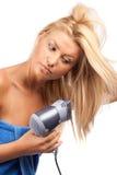 Blonde Schönheit mit Haartrockner Stockfotos