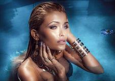 Blonde Schönheitsaufstellung Lizenzfreie Stockbilder