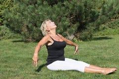 Blonde senior woman is exercising outdoors Royalty Free Stock Photos