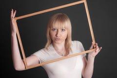 Blonde sensual en un marco imágenes de archivo libres de regalías