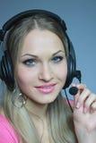 Blonde sessuale in trasduttore auricolare con il microfono immagini stock libere da diritti
