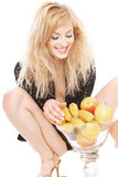 Blonde sexy avec des fruits Photo libre de droits