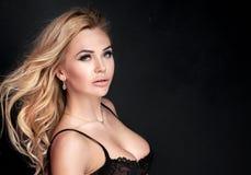 Blonde sexy Damenaufstellung Lizenzfreies Stockbild