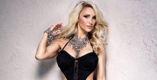 Blonde sexy Frau in der Wäsche Lizenzfreie Stockfotos