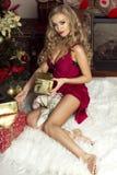 Blonde sexy Frau, Weihnachtszeit Lizenzfreie Stockfotografie